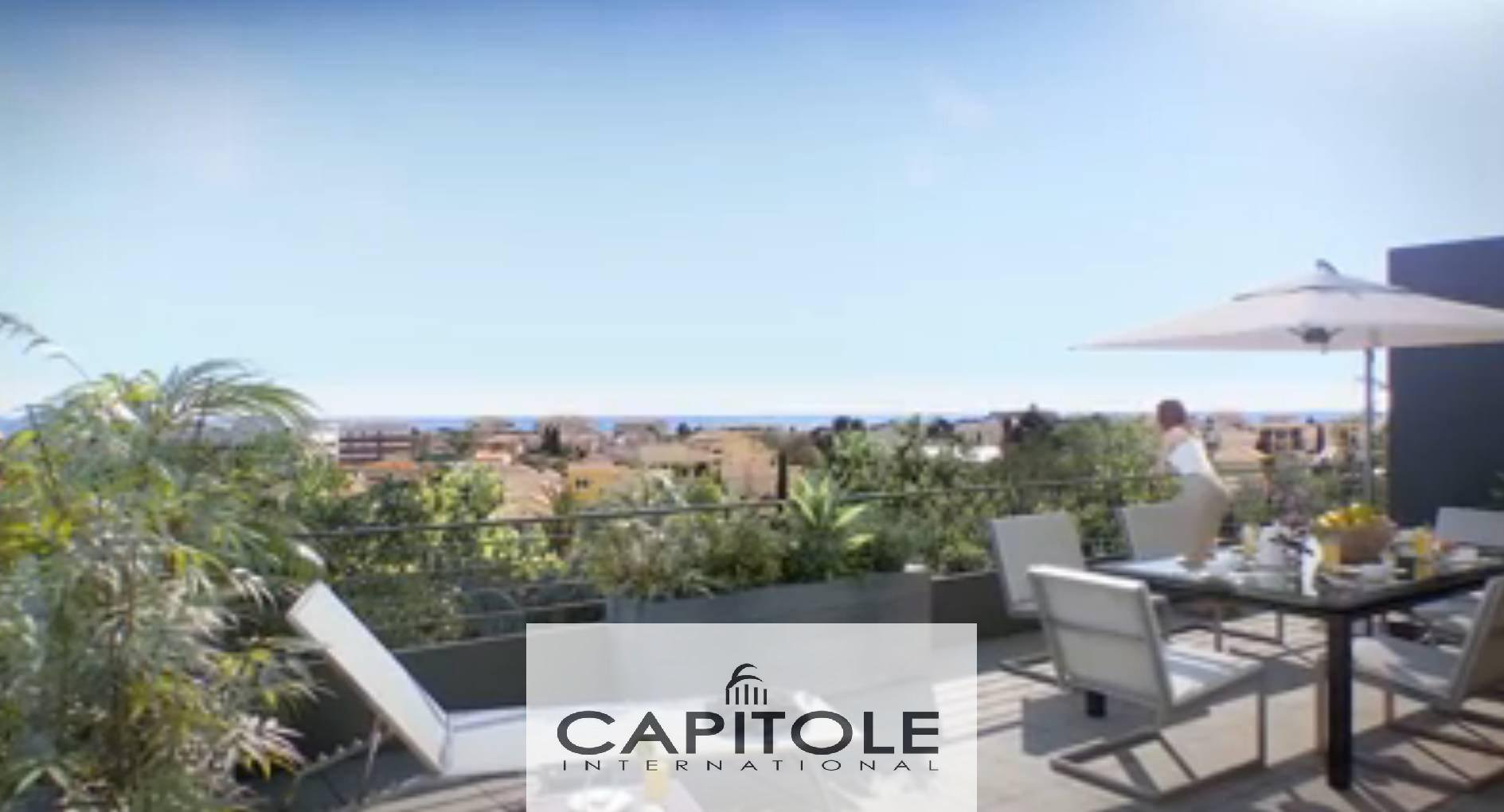 Antibes . sea view, top floor apartment of 93m²
