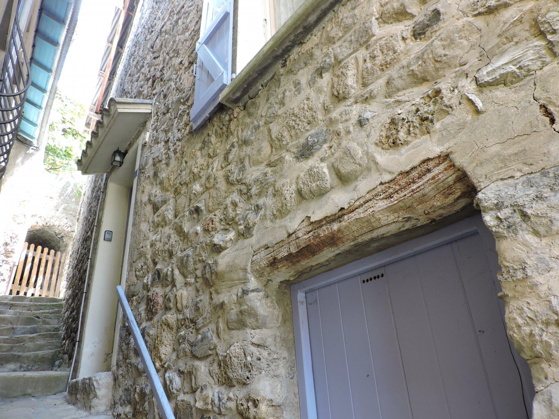 GUILLAUMES Maison de village 3 pièces avec terrasse
