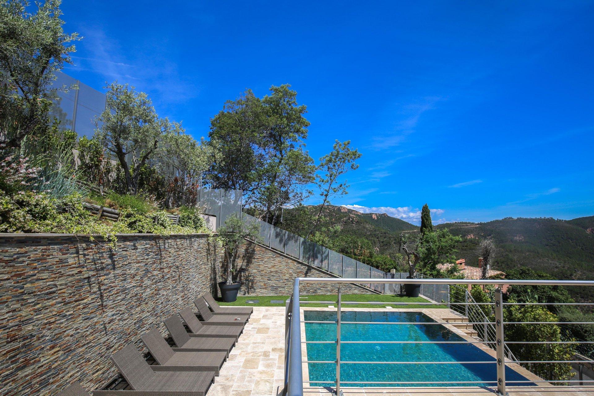 Renovated villa of 240 sqm 6 rooms sea view