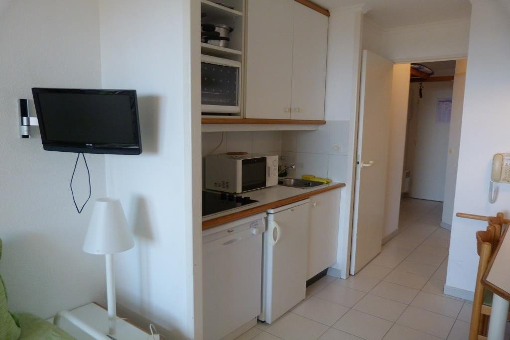 Beau Apartment Stage 1st, View Golf, General Condition Good, Kitchen Kitchenette,  Heating Separate Electric, .