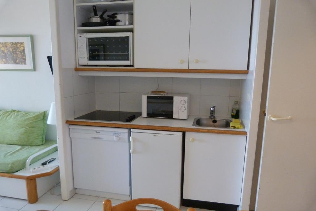 Apartment Stage 1st, View Golf, General Condition Good, Kitchen Kitchenette,  Heating Separate Electric, .