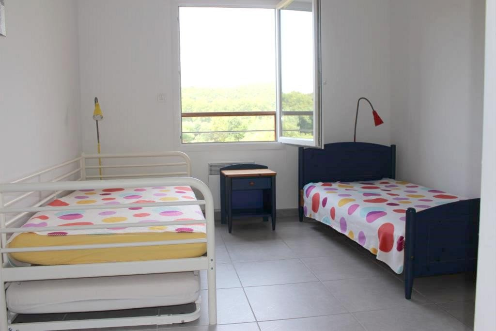 Agay, in luxury residence, close to the beach comfortable apartment 3 rooms. It is located ...