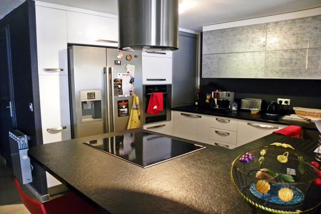 Apartment Floor 1st, View Sea front, Position south, General condition Excellent, Kitchen American, ...