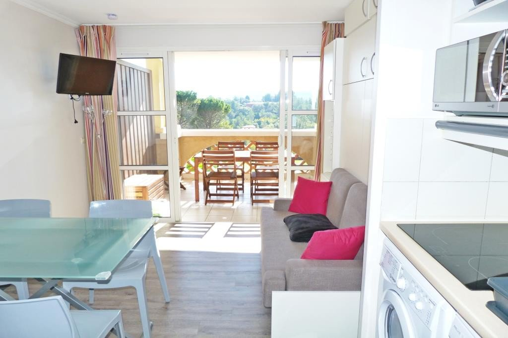 Apartment Floor 1st, View Sea, General condition Excellent, Kitchen Fitted, Heating Separate electric, ...