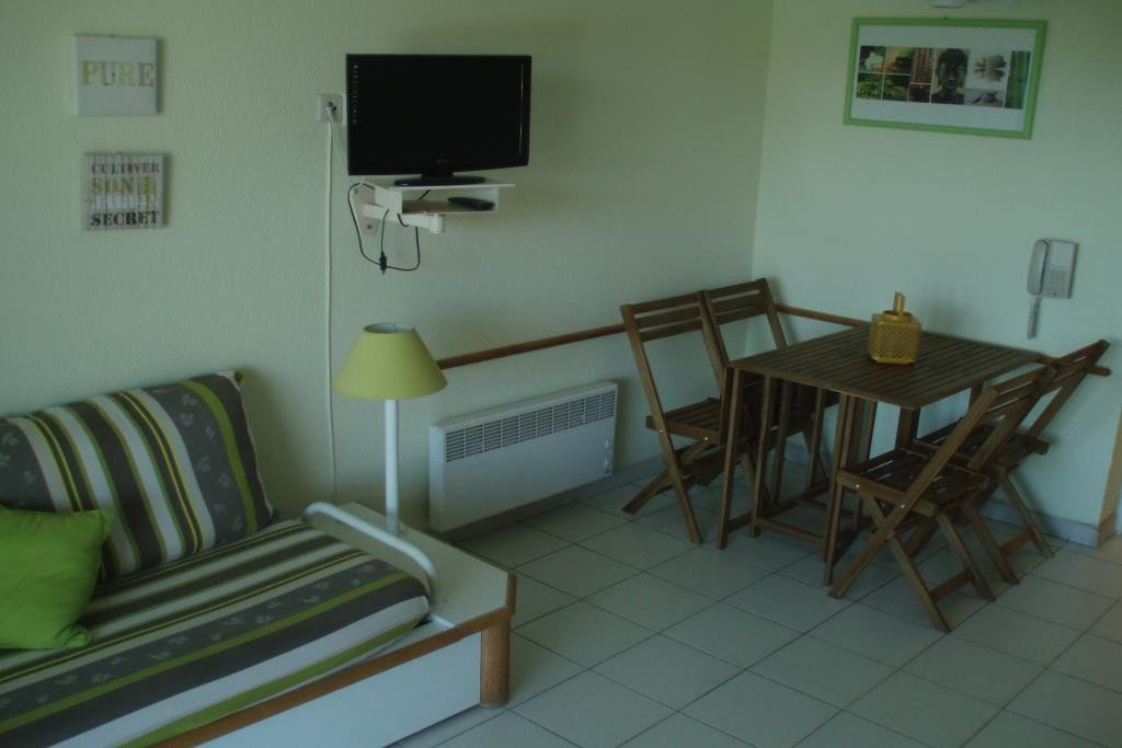 Apartment Stage 1st, View Sea, Position south east, General condition Good, Kitchen Kitchenette, Heating ...