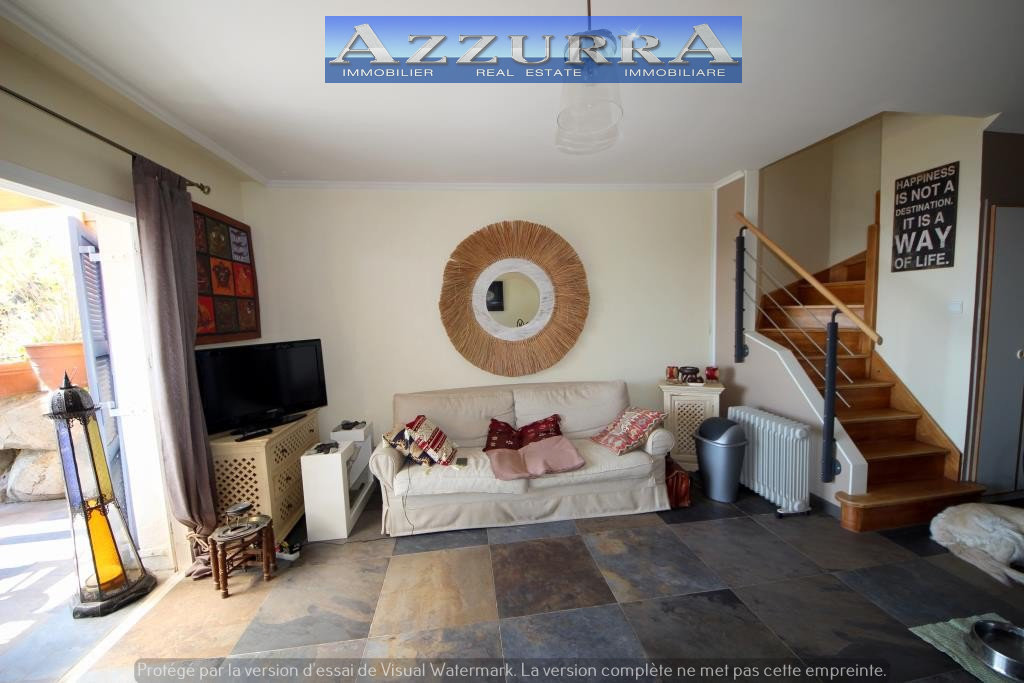 HouseLevel Garden level, View Sea, Position south east, General condition Excellent, Kitchen American, ...