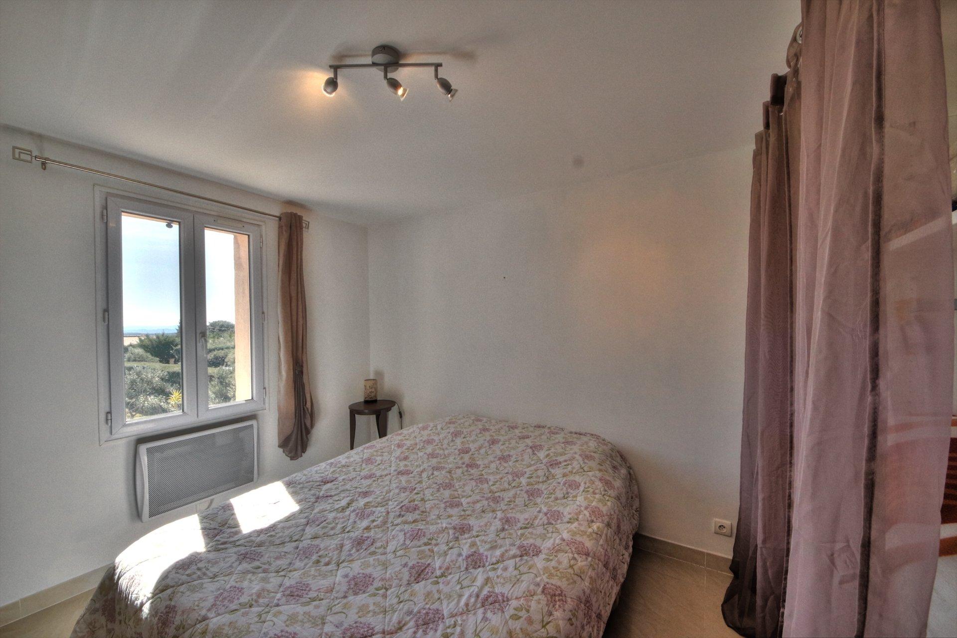 3eme chambre - maison moderne - terrasse et piscine - propriété avec 2 maisons à vendre