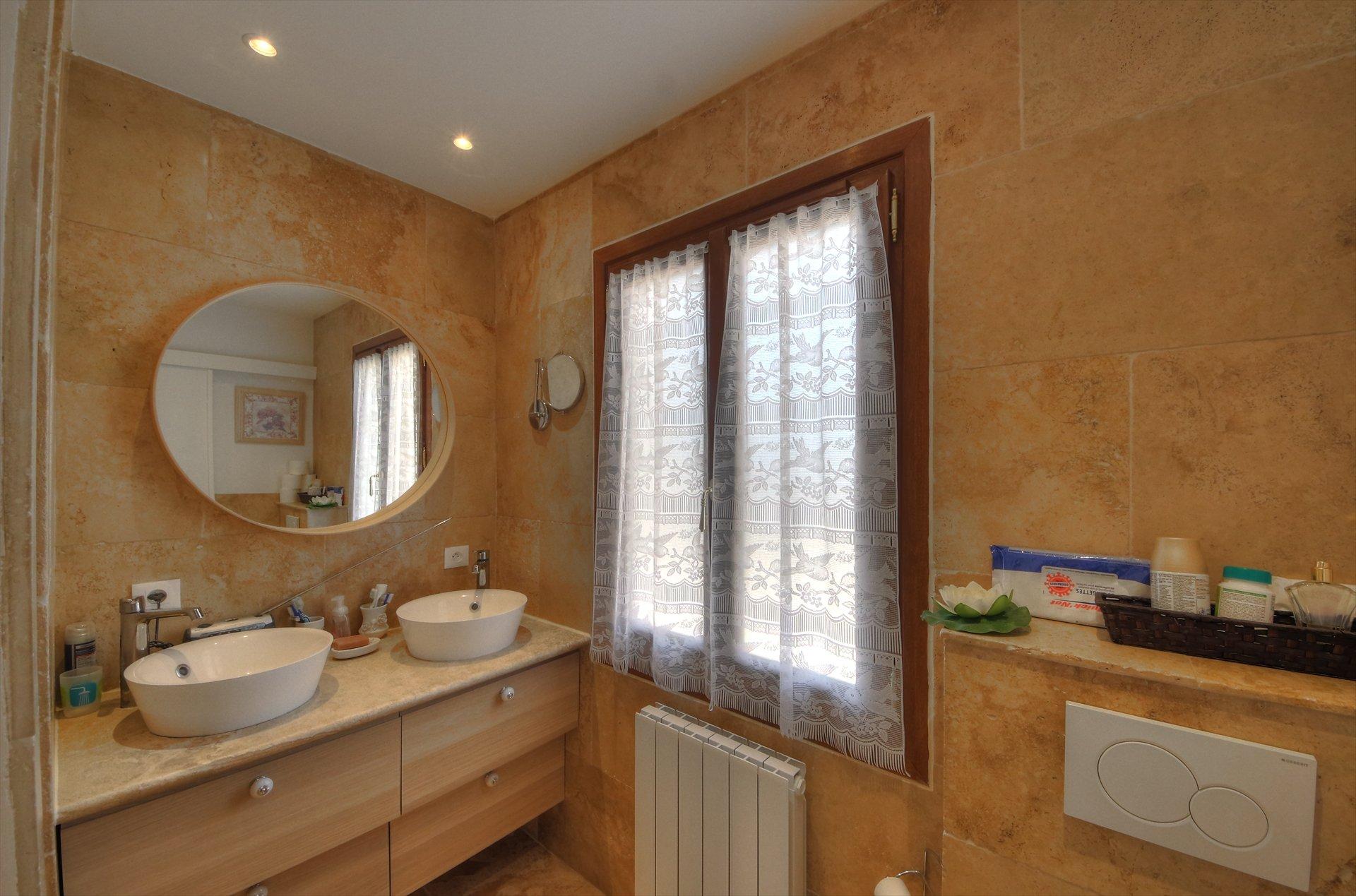 salle de douche chambre en suite de la première maison