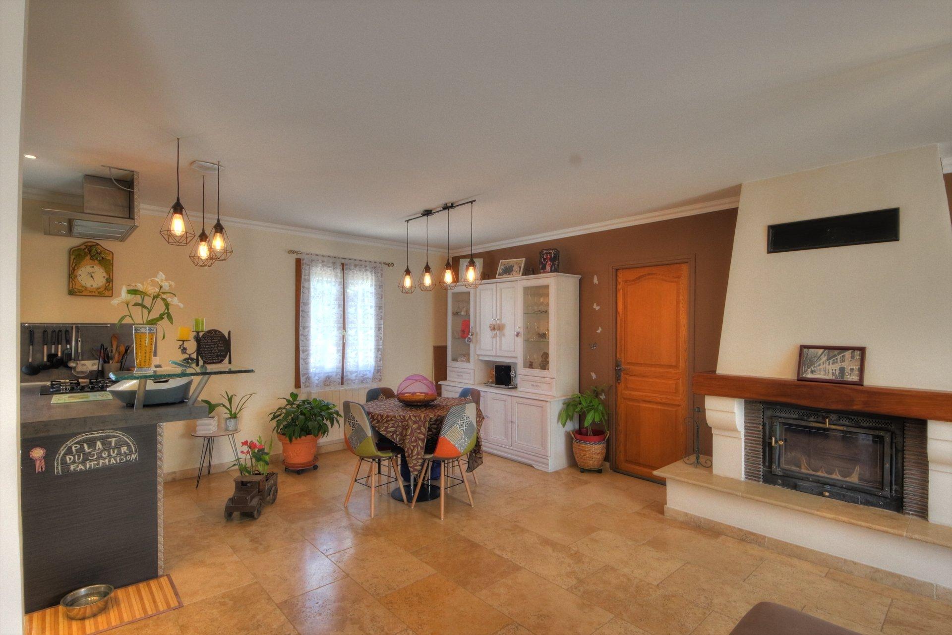 Bel espace salon dans maison provencale