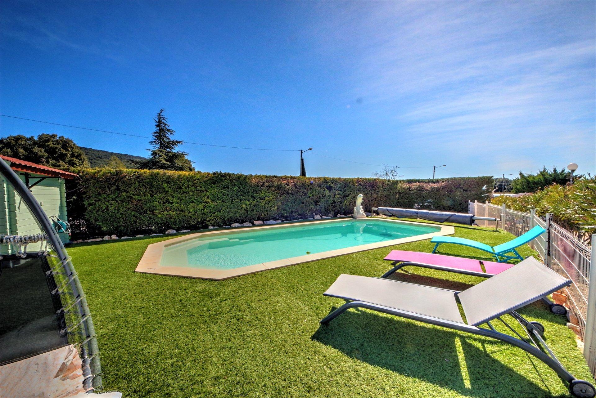 Belle propriété avec 2 maisons et piscine - jardin fleuri Var provence