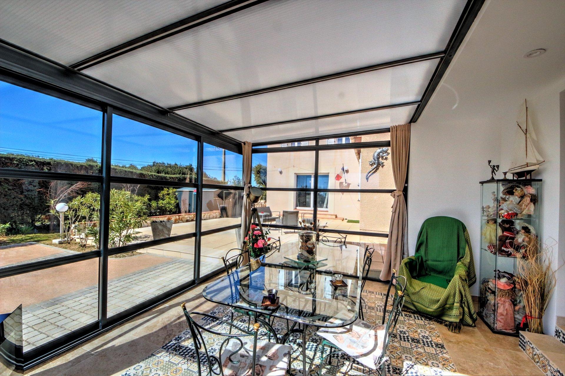 Grande veranda avec terrasse