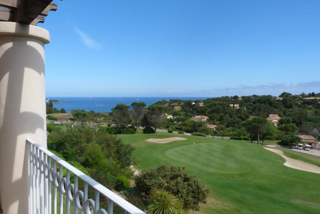 SAINT RAPHAEL AGAY CAP ESTEREL APPARTEMENT 3 PIECES DUPLEX VUE MER