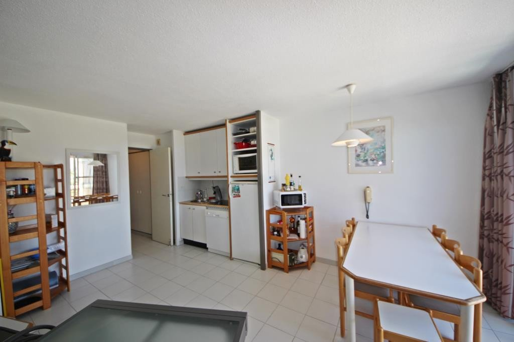 Attirant Apartment Floor 2nd, View Sea, Position East, General Condition Good,  Kitchen Kitchenette, Heating Separate .