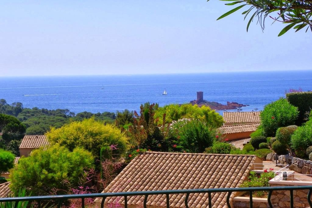 House level Garden level, View Sea, position south, General condition Excellent, Kitchen American, Heating ...