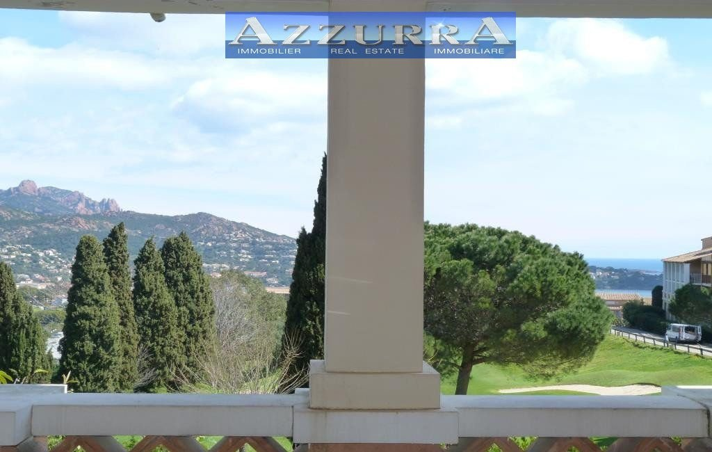 Purchase Agay Cap Esterel: in a quiet and dominant area of the village, beautiful two-room apartment with covered terrace...