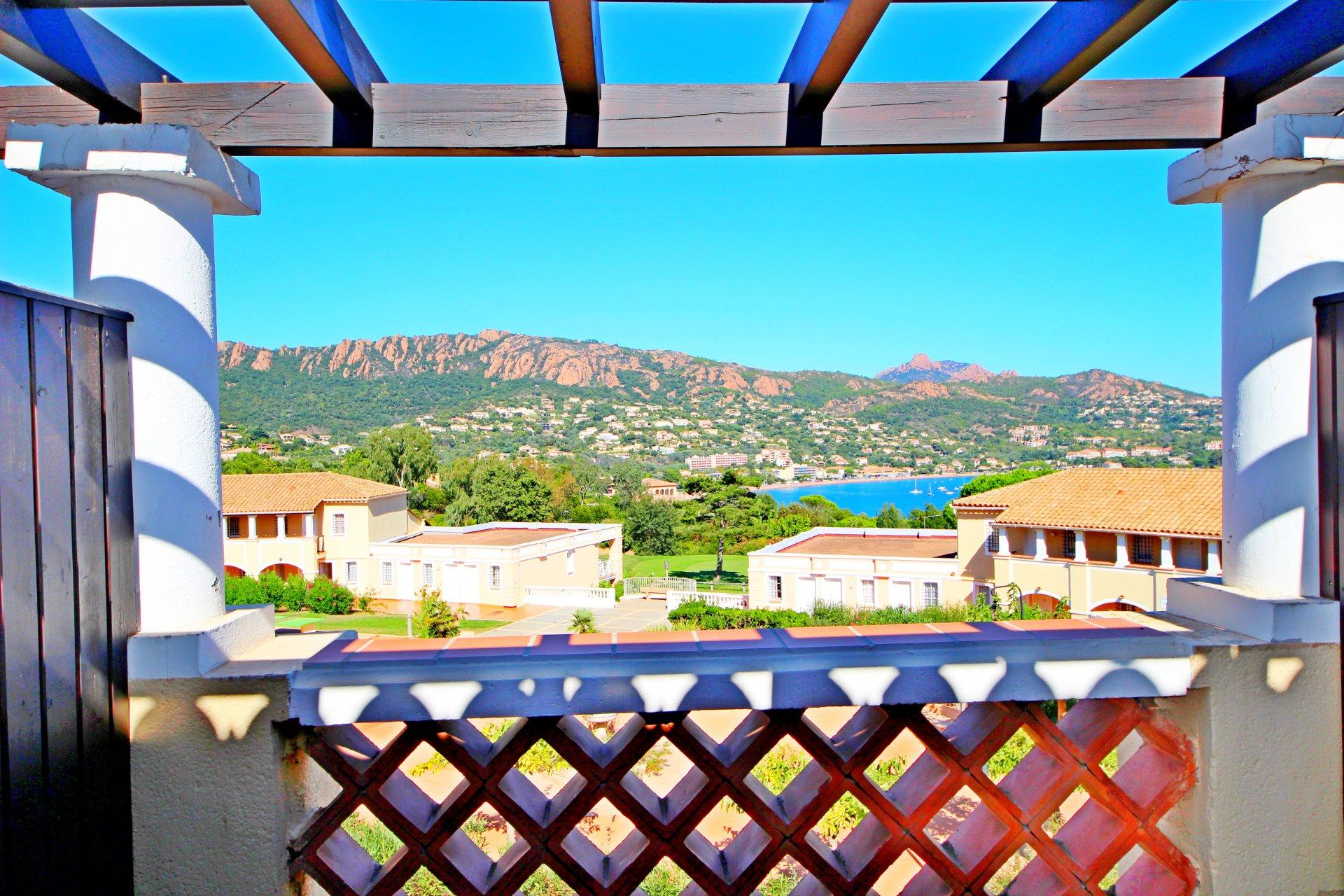 Agay Cap Esterel 2 pièces dernier étage vue mer