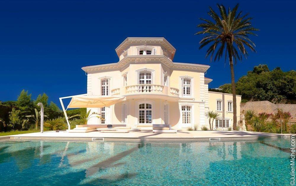 MAGNIFICENT PROPERTY WITH SEA VIEW