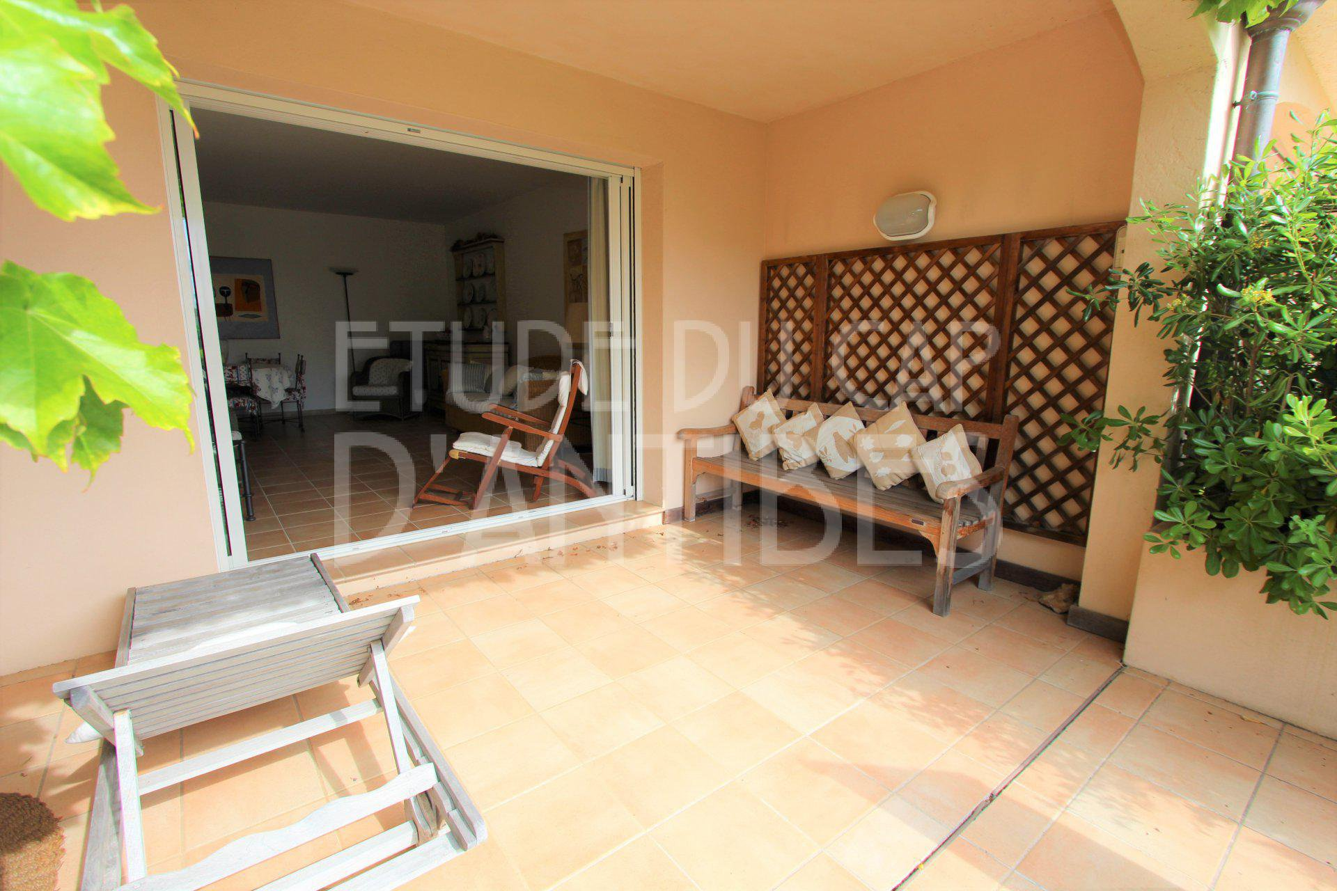 For sale sea view apartment with garden