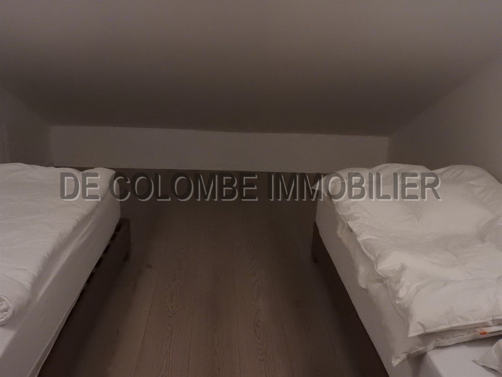 Bedroom, wood floors