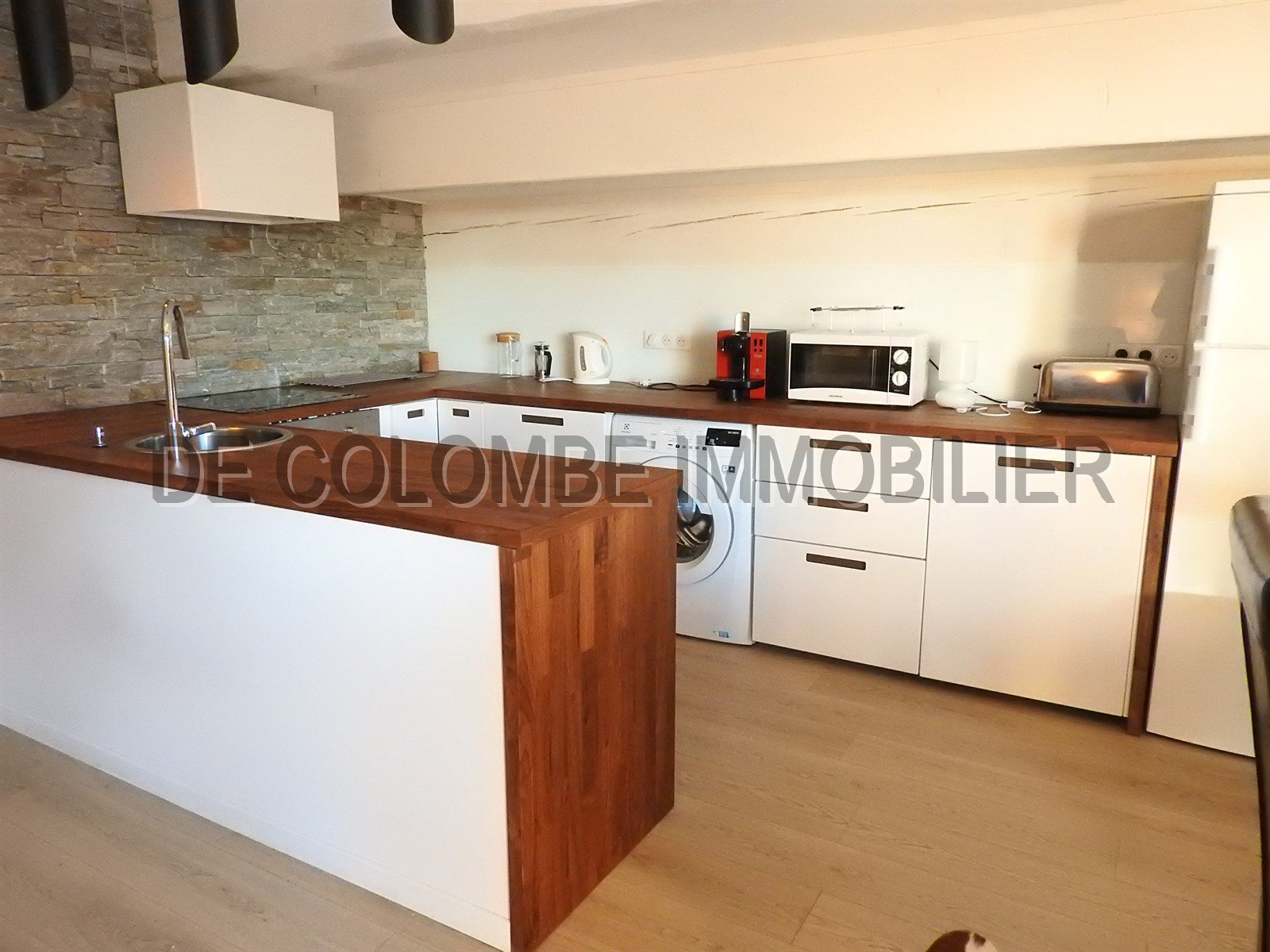 Kitchen, stainless steel, wood floors