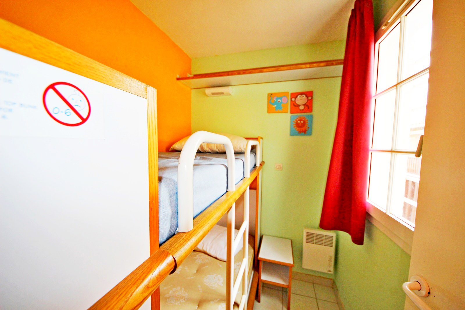 The bedroom with bunk bed in Cap Esterel's apartment