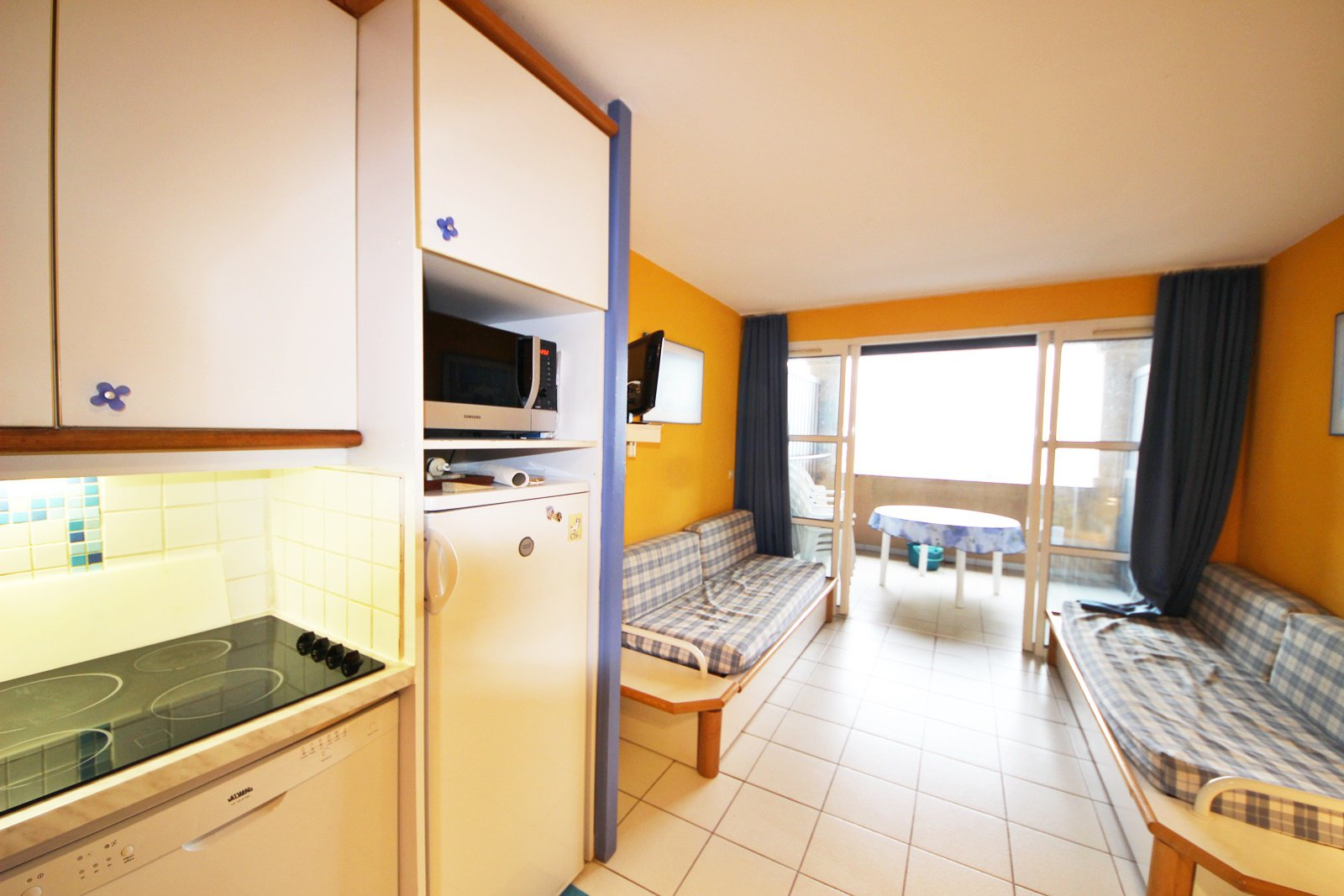 The kitchen and living room of the Cap Estérel apartment