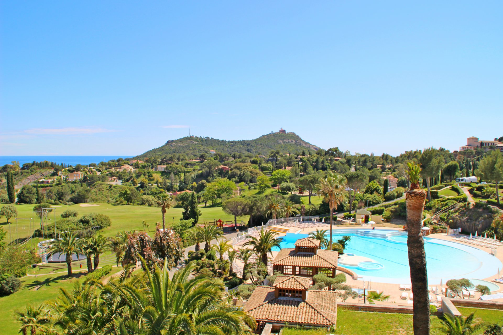 Cap Esterel Resort, Saint Raphael Agay flat with wonderful view for sale