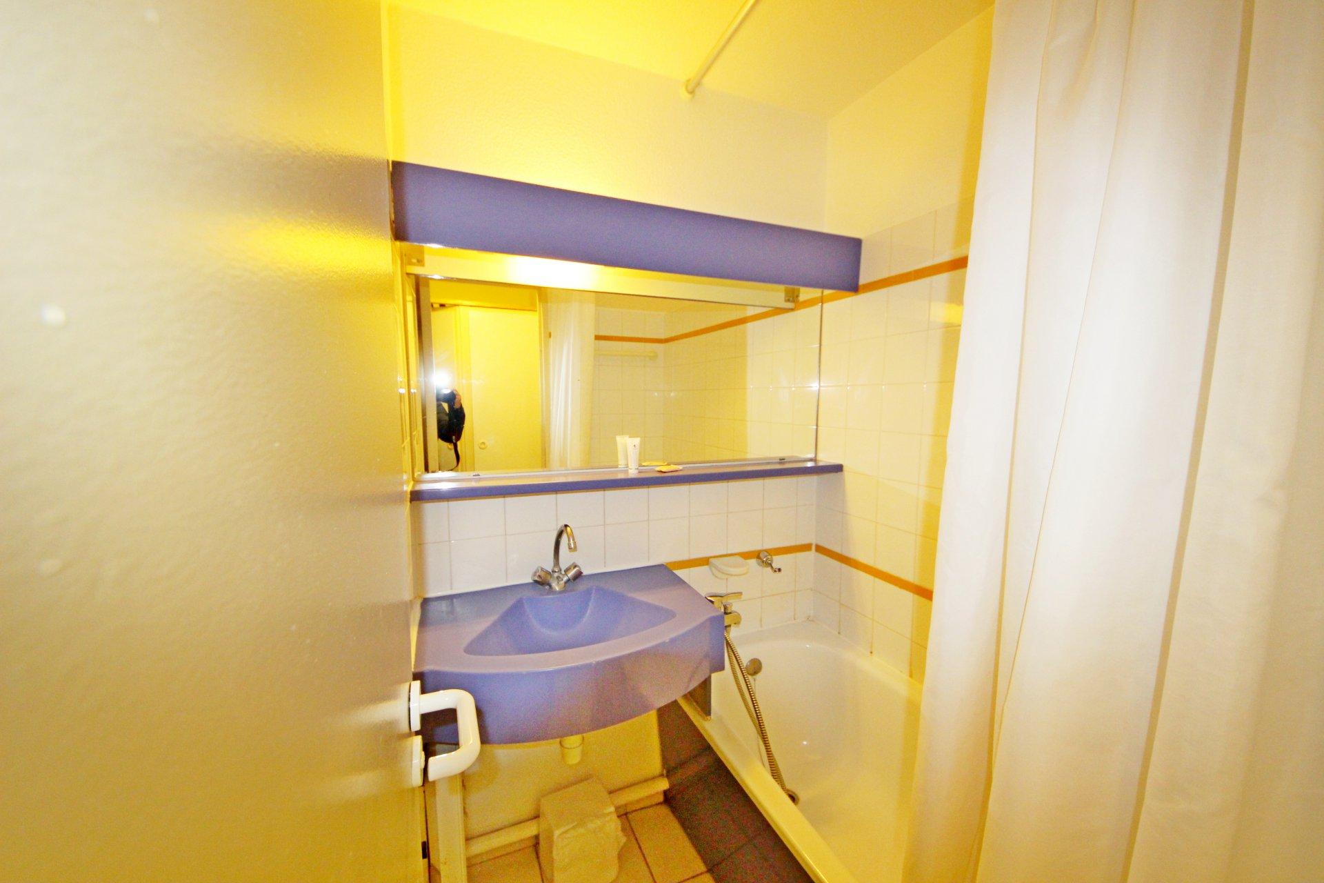 Cap Esterel the bathroom of the apartment