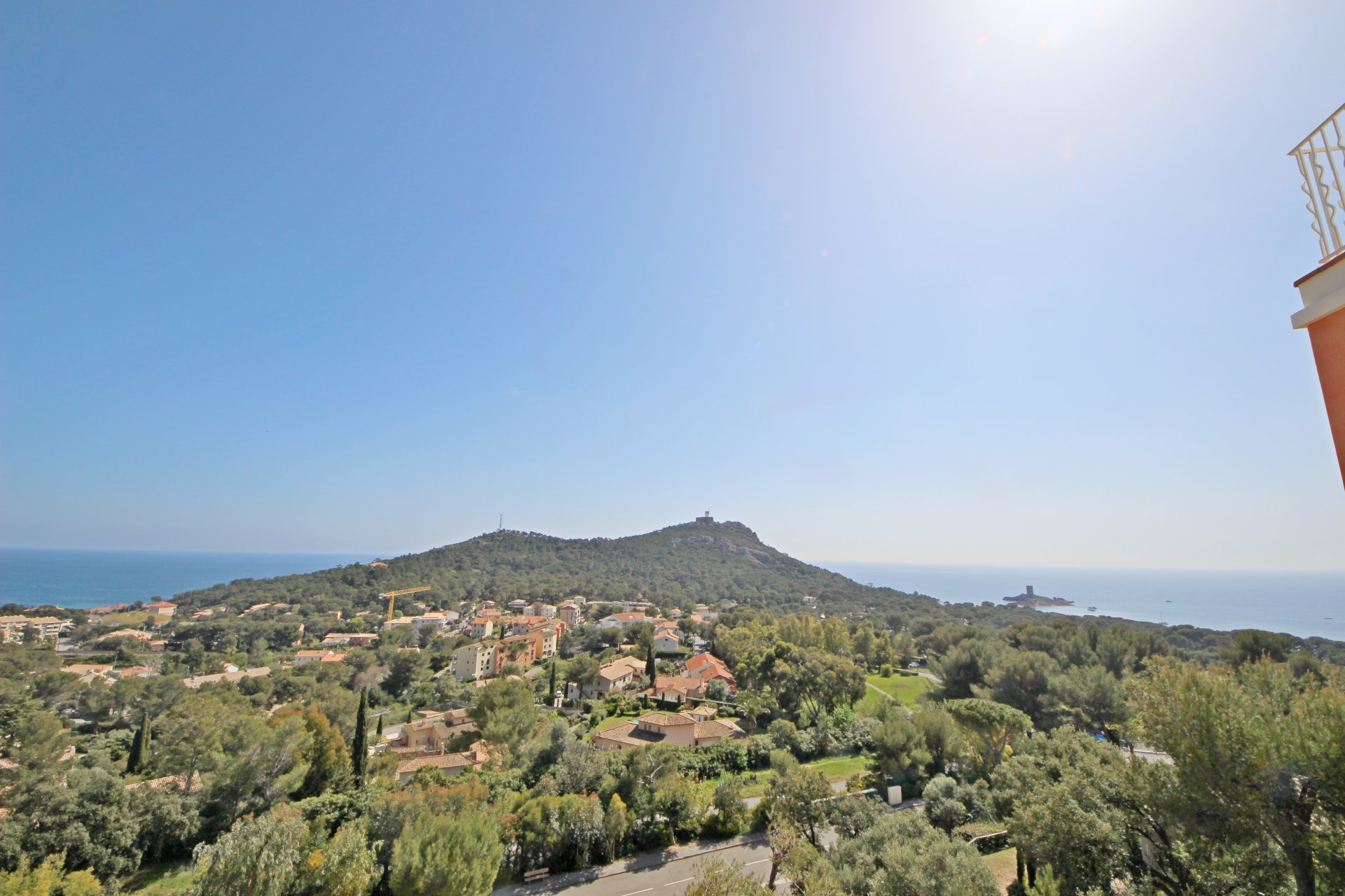 Appartement 3 pièces Hameau de Cap Estérel magnifique vue sur la mer