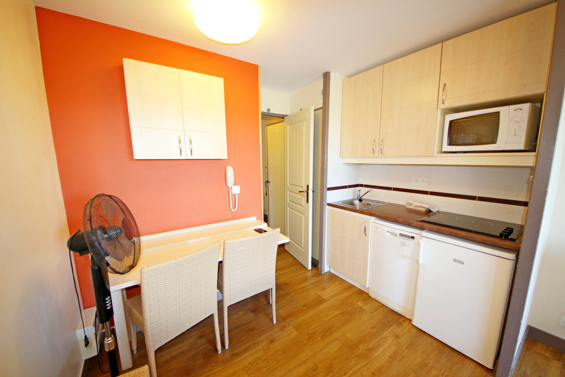 ApartmentStage 1st, View Garden, position south west, General condition Good, Kitchen Kitchenette, ...