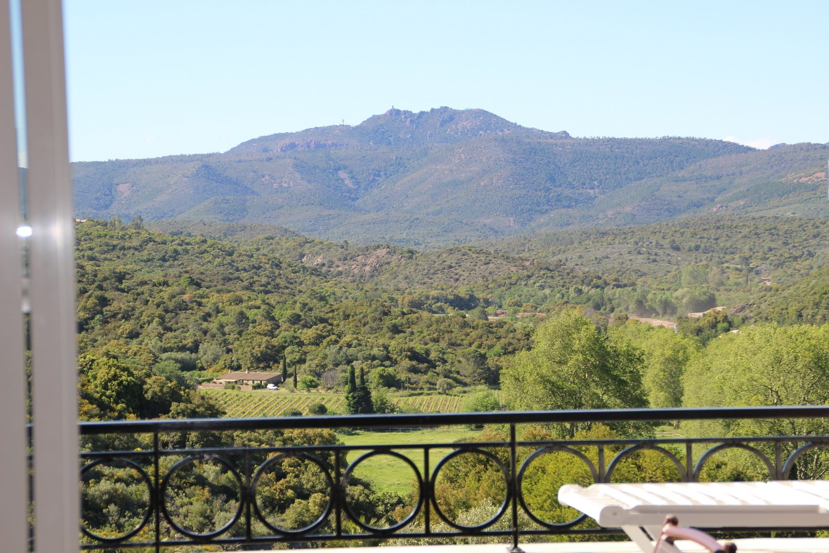ApartmentFloor 2nd, View GOLF ET ESTEREL, Position west, General condition Good, Kitchen Fitted, Heating ...