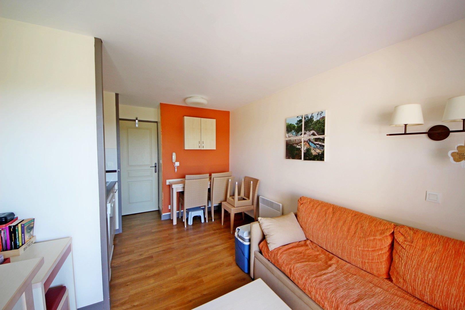 AppartamentoPiano Secondo, Vista GOLF ET ESTEREL, Esposizione Ovest, Stato generale Buono, Cucina Equipaggiata, ...