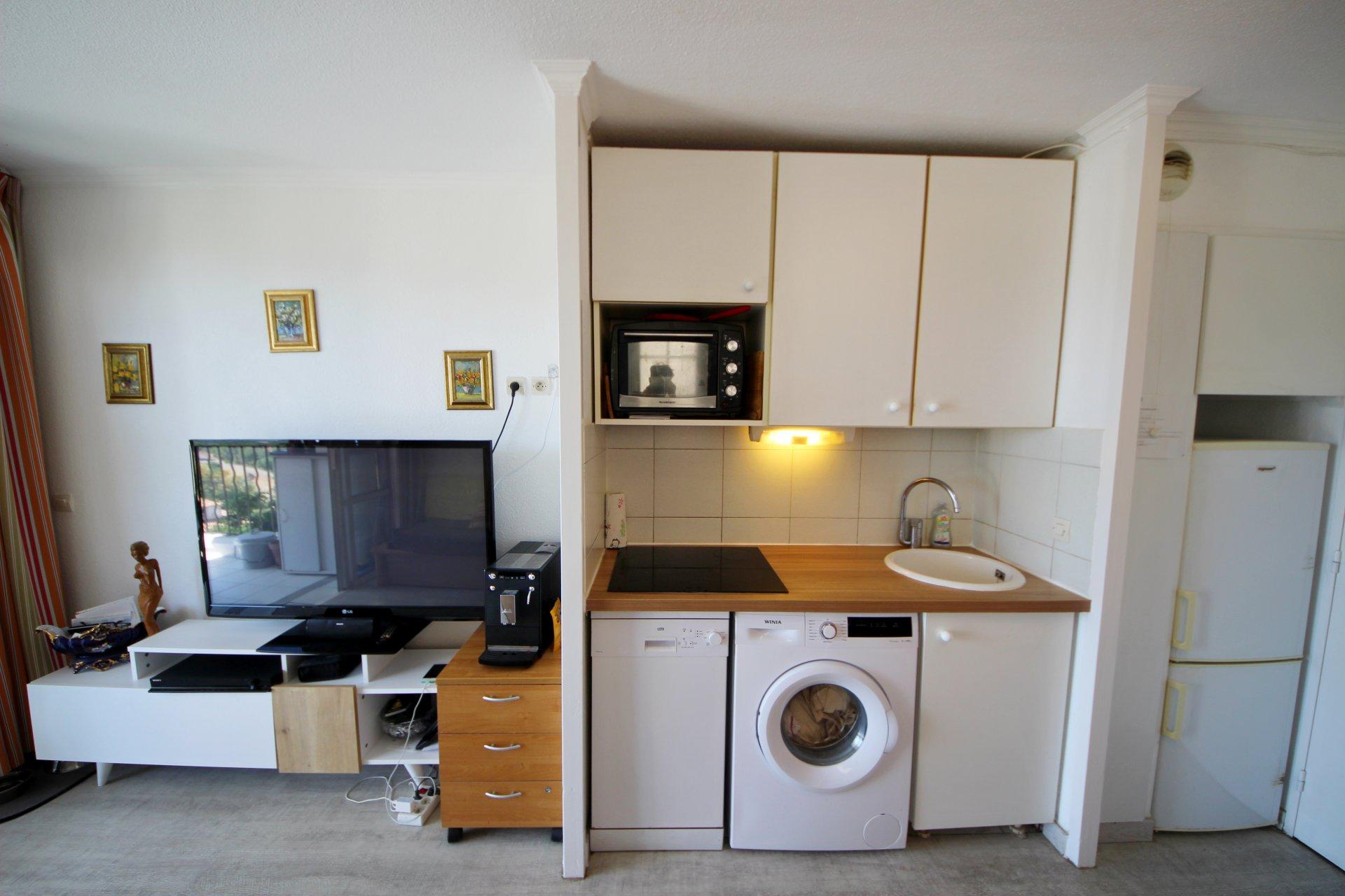 Agay Cap EsterelIdealmente situato al piano superiore di una zona residenziale, belle due angolari ...