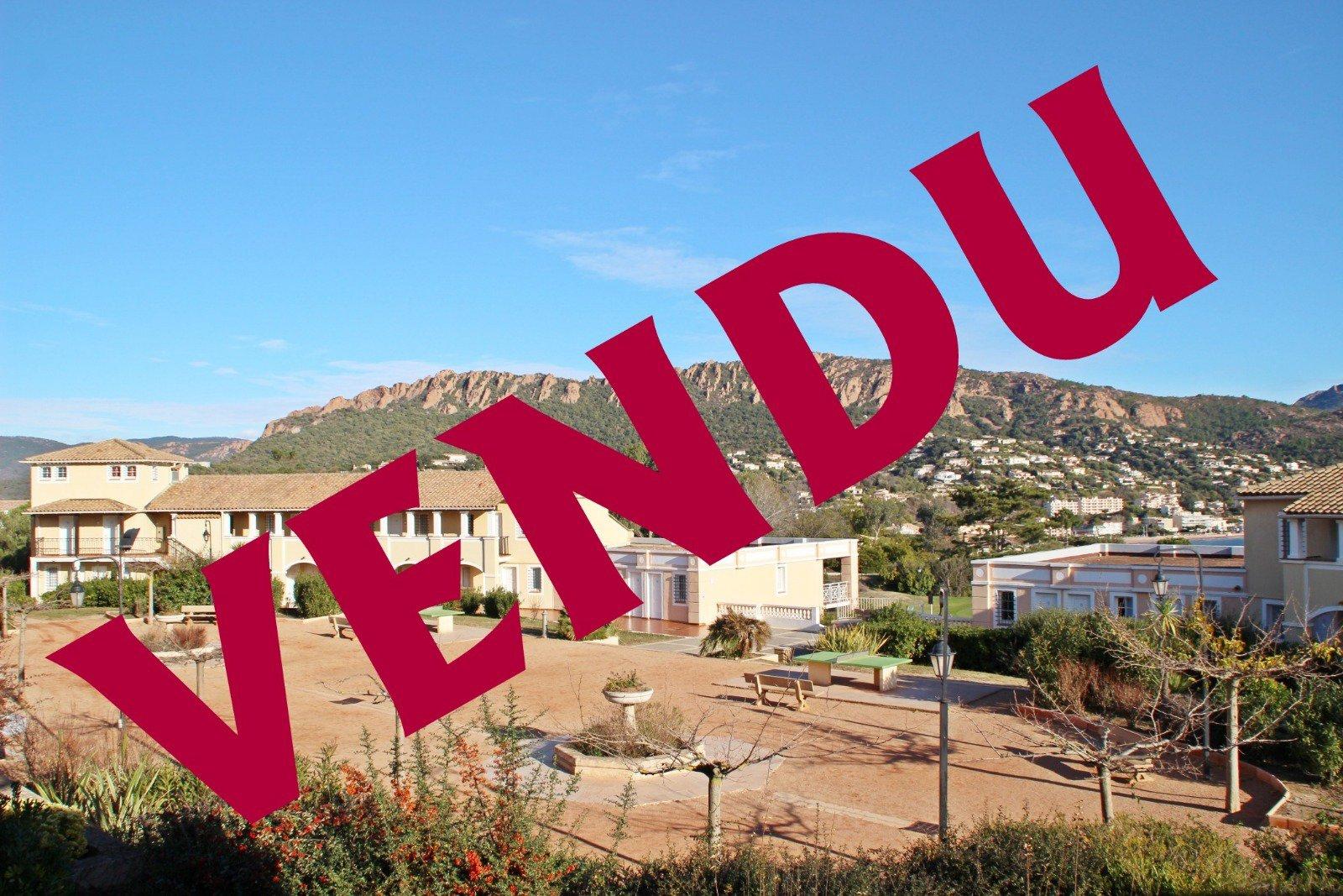 Cap Estérel popular district of the village, 2-room apartment sea view