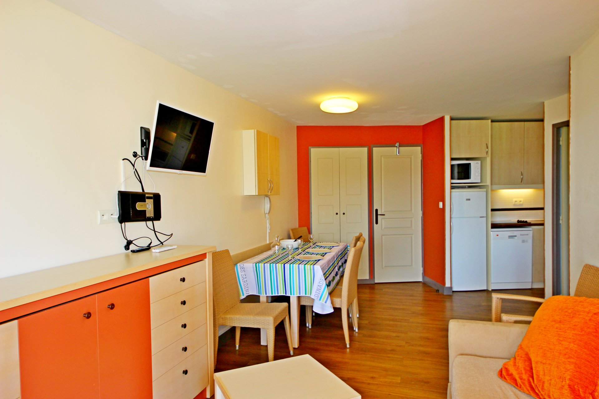 ApartmentFloor 1st, View Sea, Position east, General condition Good, Kitchen Fitted, Heating Separate ...