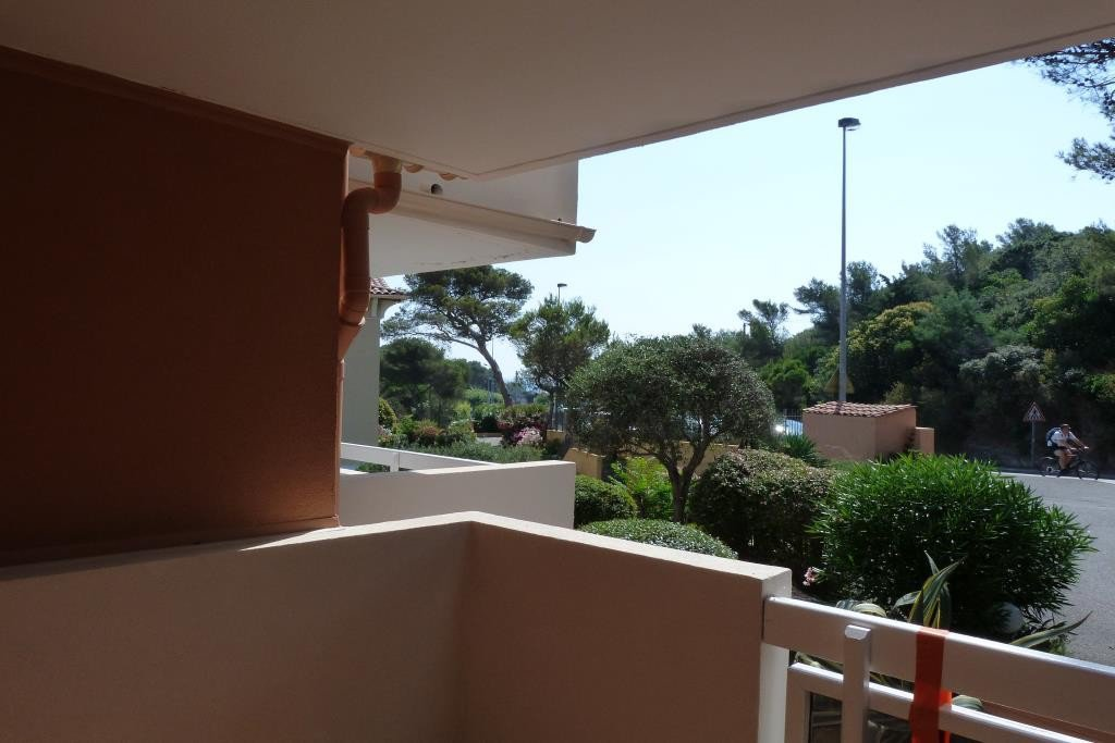SAINT RAPHAEL Dramont district, in a building close to the beach and amenities,