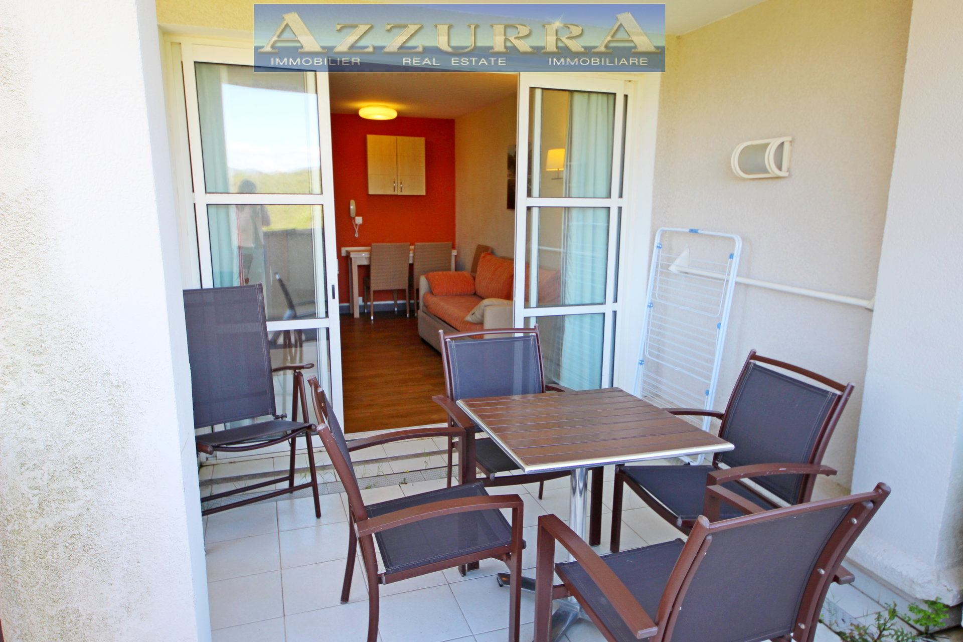 PURCHASE AGAY CAP ESTEREL In a quiet area of the village, studio cabin