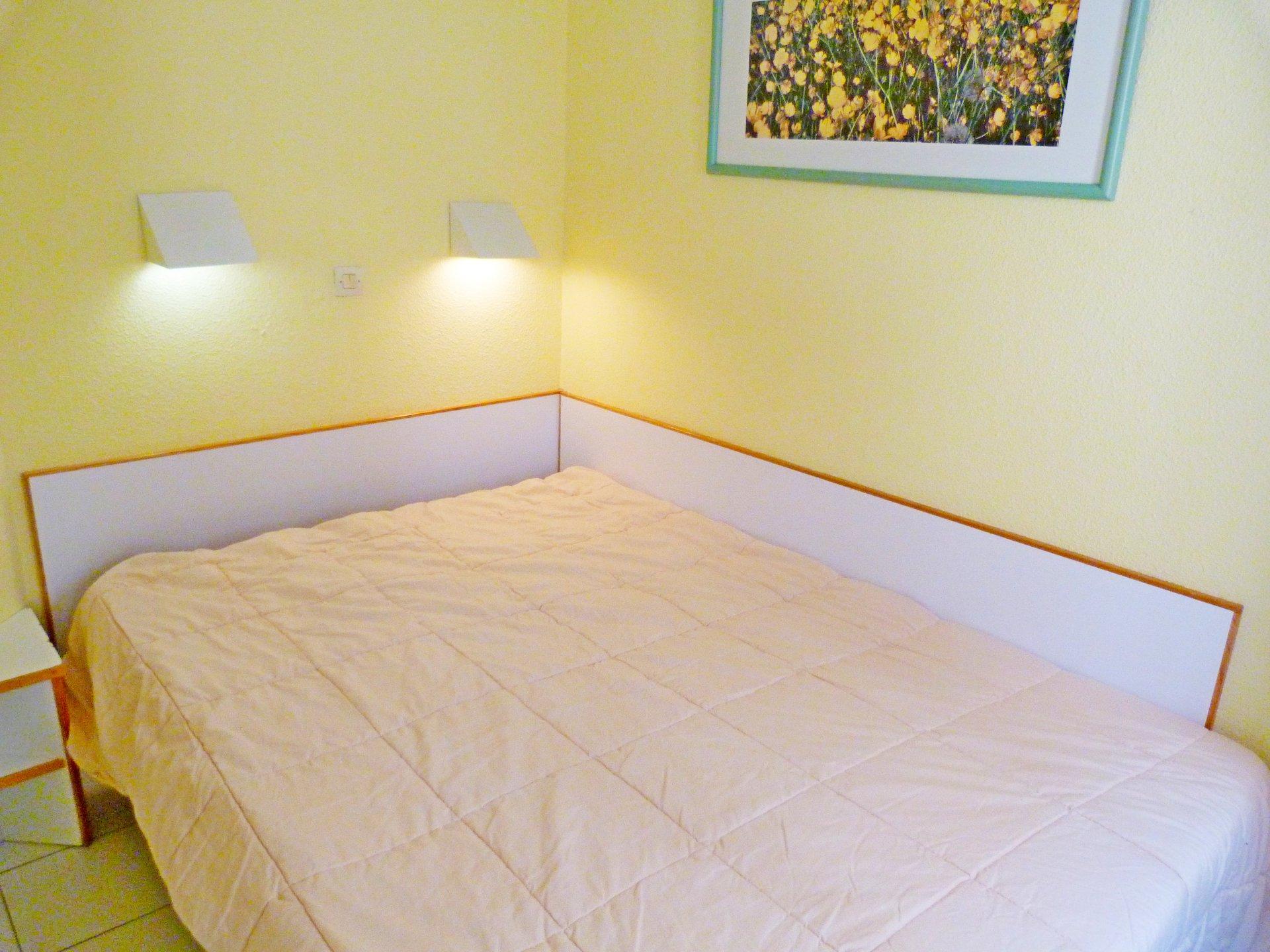 The bedroom of Cap Estérel's apartment
