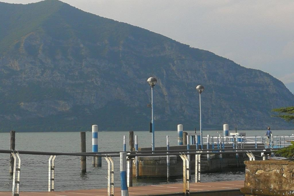 ITALY ISEO: Lake Iseo on plot of 400m ² superb mansion of 5 bedrooms, living room, kitchen, ...