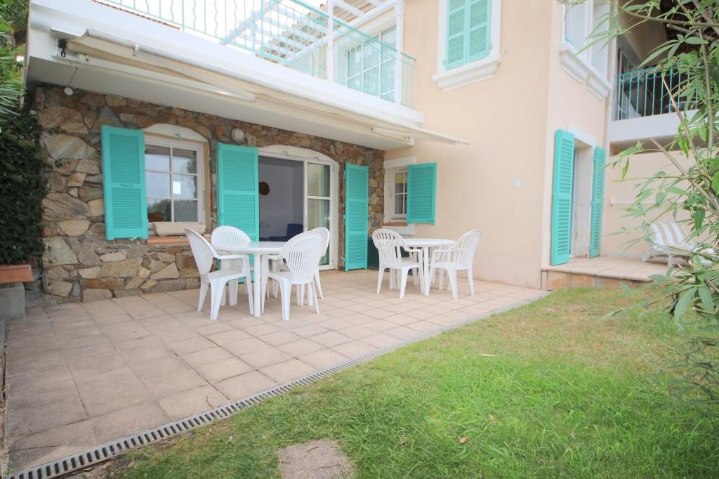 Apartment Floor Garden level, View Sea, Position south east, General condition Good, Kitchen Fitted, ...