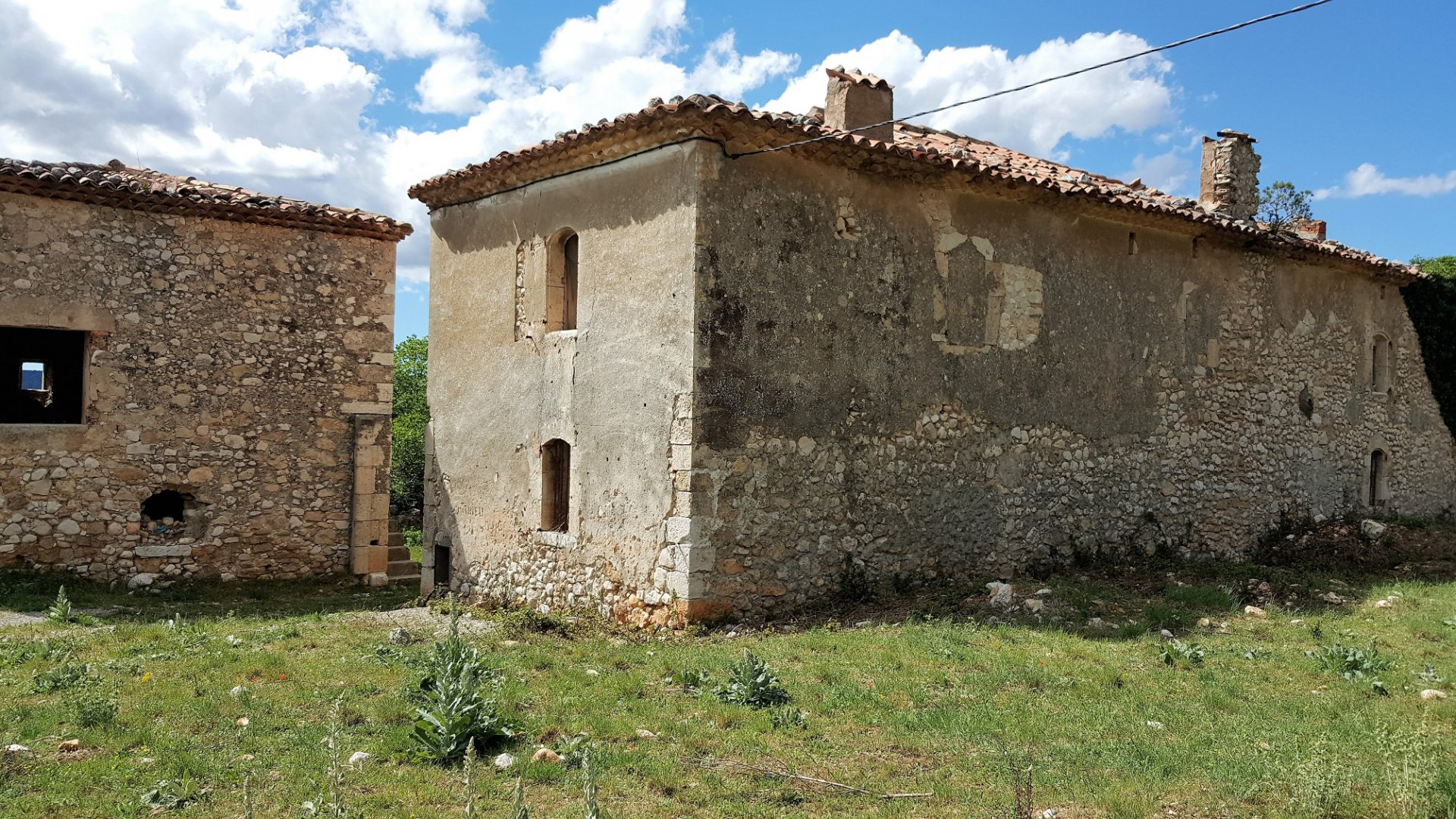 BASTIDE TO BE RENOVATED  ON 42 HA 559 sq m