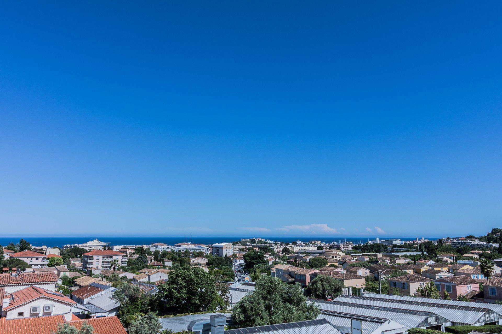 ANTIBES top floor 110sqm sea view