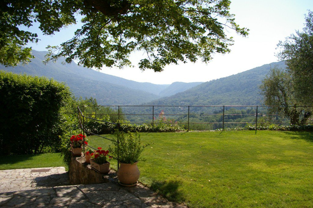 Beautifully renovated property with panoramic views, Bar sur Loup