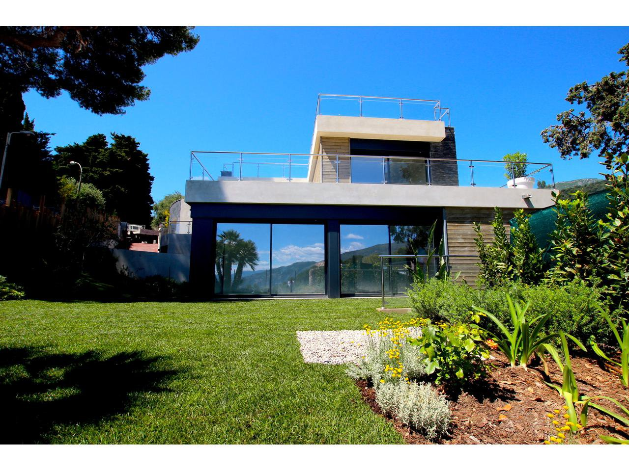 Modern style villa close to Monaco
