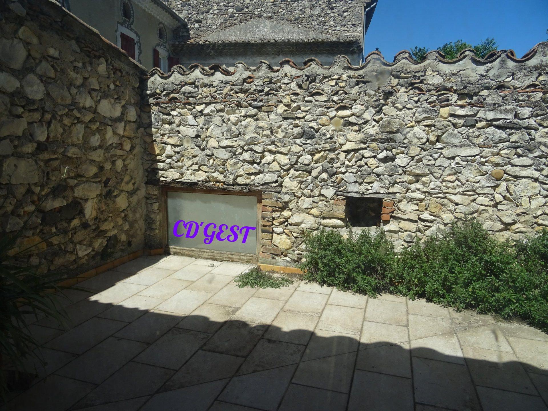 maison de village 2 chambres + grenier et terrasse