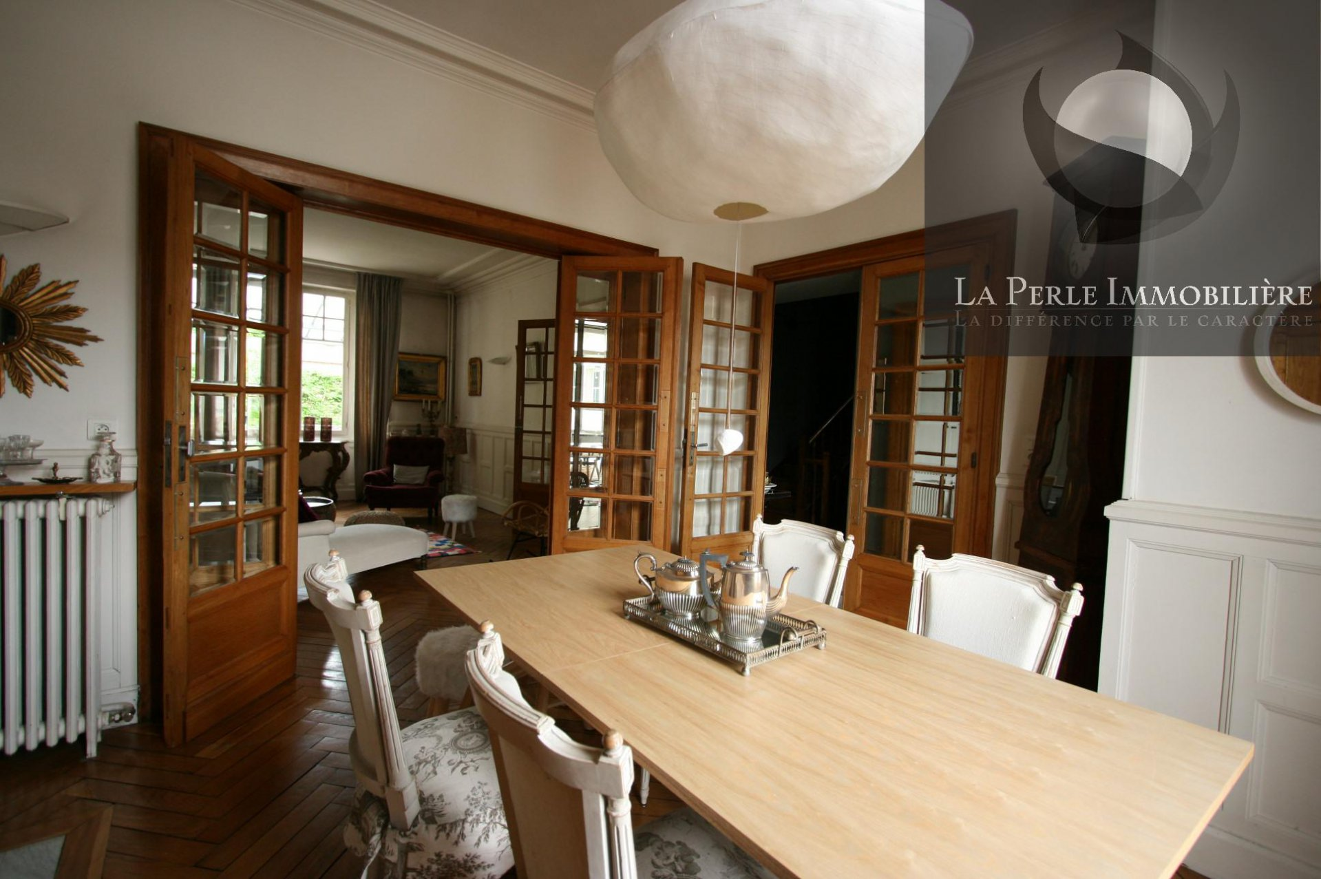 Dining room, wood floors, bay-window