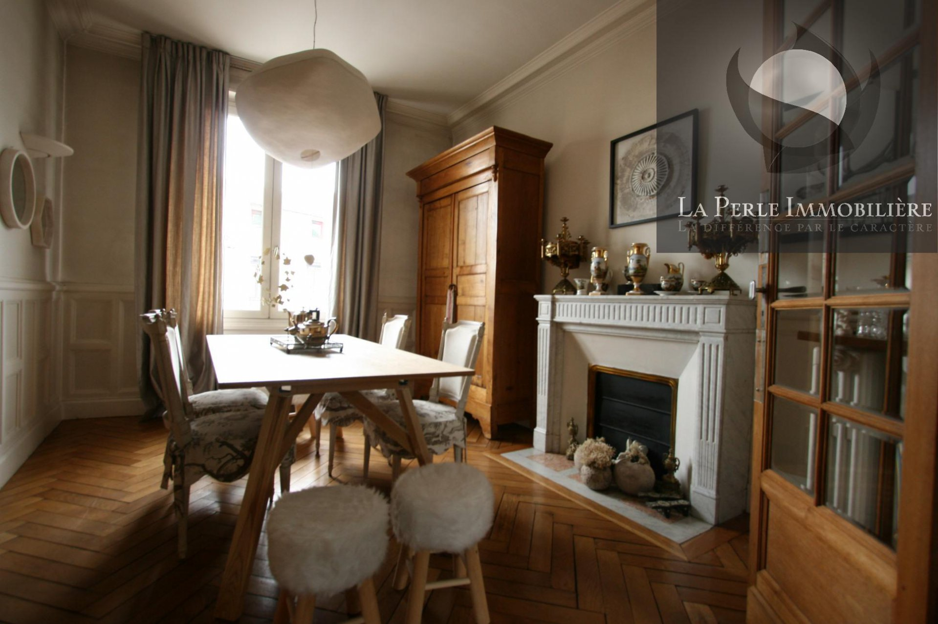 Dining room, wood floors, fireplace