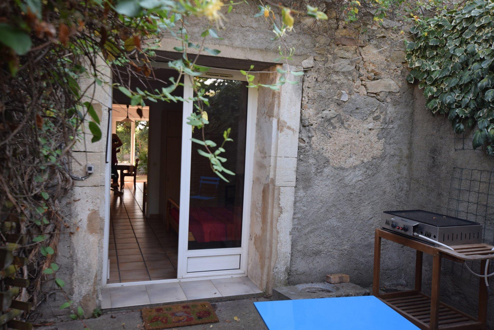 Maison de maitre avec dépendances, jardin et piscine