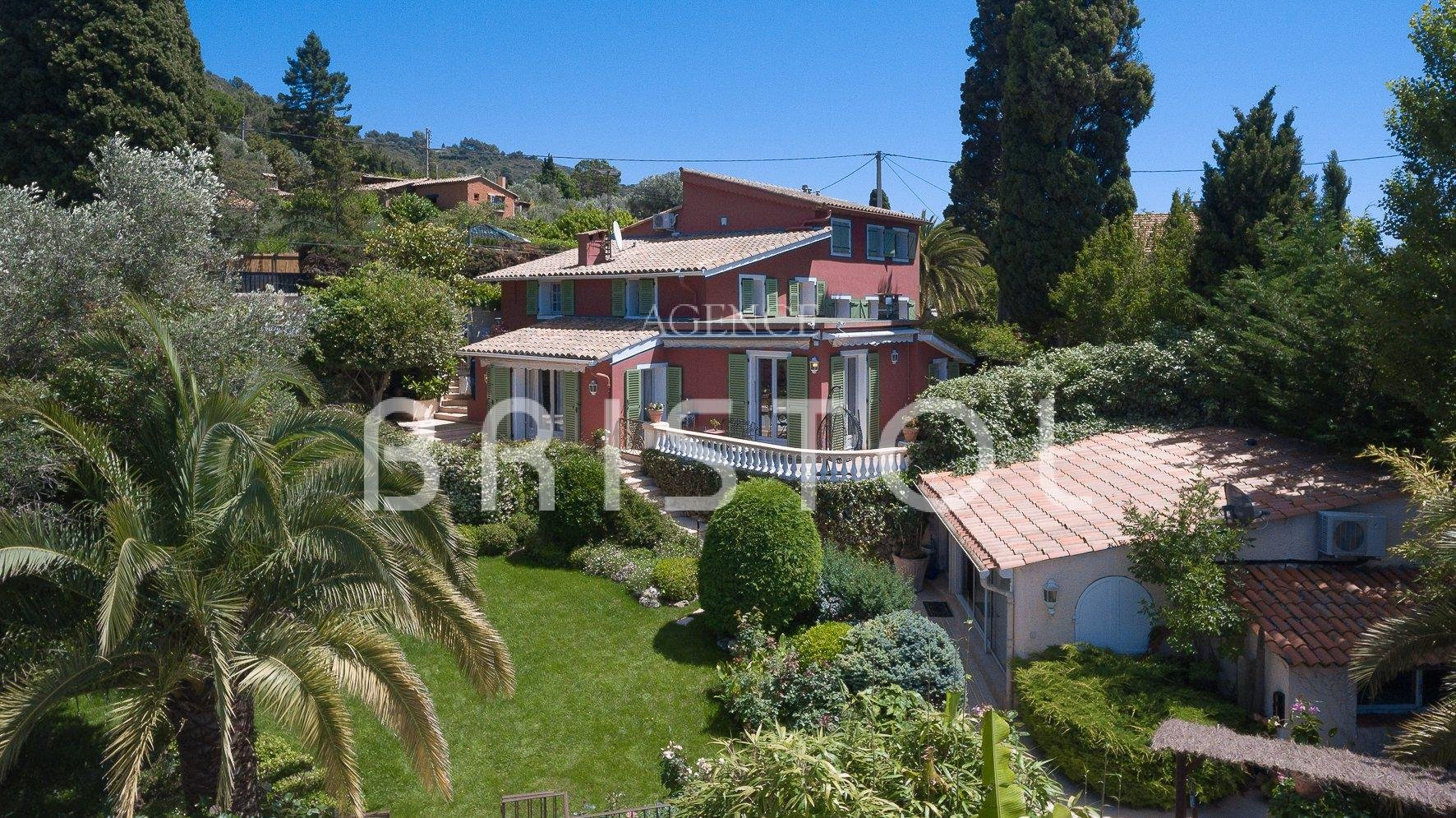 VILLEFRANCHE SUR MER CHARMING PROVENCAL PROPERTY FOR SALE POOL SEA VIEW