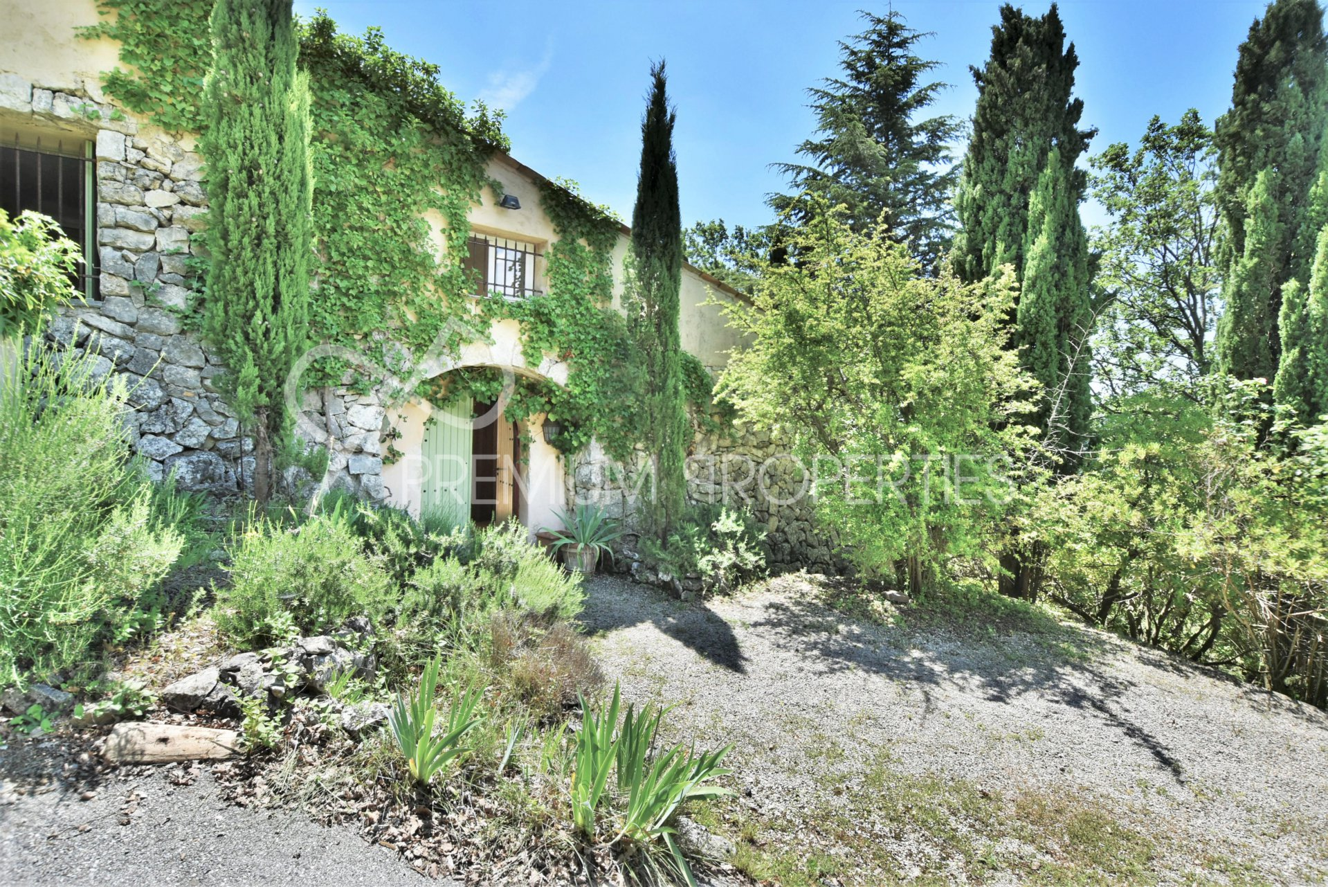 CHATEAUNEUF - GENUINE BERGERIE TOTALLY RENOVATED